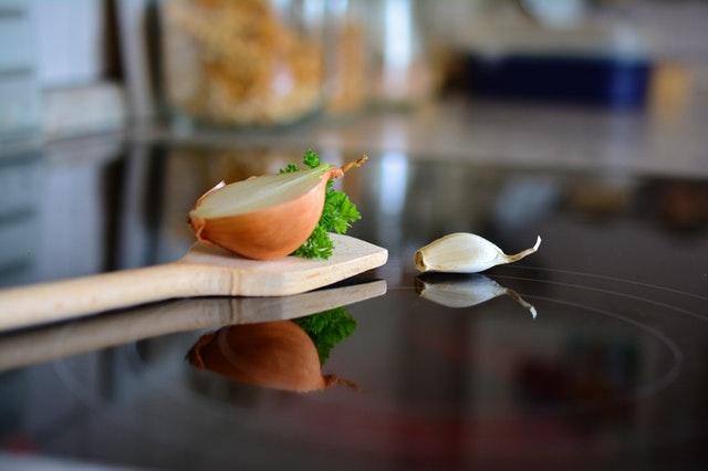 vareška s cibuľou a cesnakom