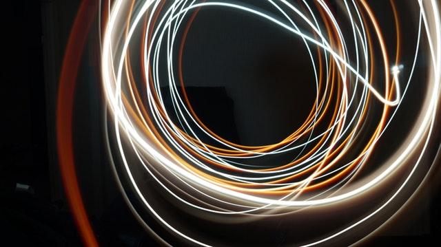 farebné svetlo v miestnosti.jpg