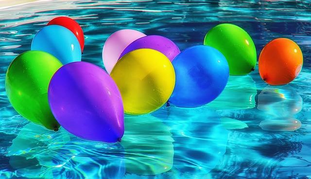 Balóny v bazéne.jpg